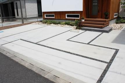 アプローチ兼駐車場