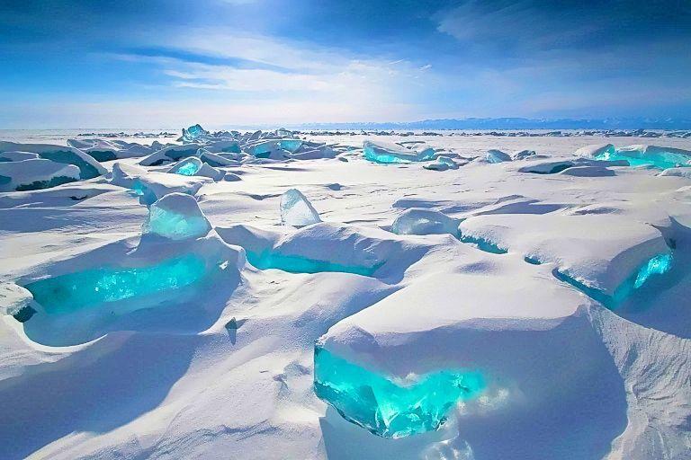 凍ったバイカル湖